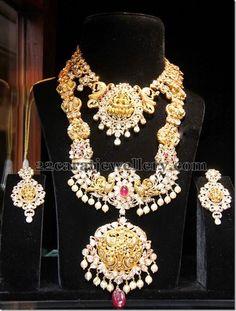 Jewellery Designs: Pachi Lakshmi Set with Necklace