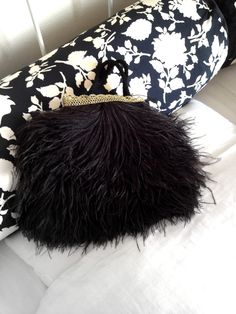 Handbag in black ostrich feathers and round silk pillow