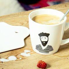 COFFEE: Tijd voor een bakkie. Van de mokken van Helen B kun je niet anders dan vrolijk worden. Benieuwd naar de knappe baardmannen van Helen B? Kijk dan snel op www.cottonandscents.com