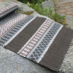 Weaving Designs, Weaving Projects, Weaving Art, Weaving Patterns, Loom Weaving, Tapestry Weaving, Hand Weaving, Rug Inspiration, Weaving Techniques