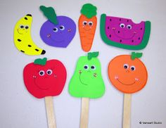 6 yas Favoirte fruit sticks Let's teach kids how to eat healthy! Food Crafts, Craft Stick Crafts, Crafts For Kids, Paper Crafts, Preschool Art, Preschool Activities, Shape Activities, Healthy Kids, Healthy Eating