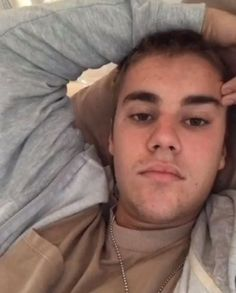 Justin, are you seriously happy at this moment? You look so unhappy. Am I the only one? I hope so that he is happy... I love you babe. You are my life❤