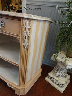 cute shabby chic end table makeover, painted furniture, shabby chic Painting Antique Furniture, Dresser Furniture, Shabby Chic Furniture, Furniture Projects, Vintage Furniture, Painted Furniture, Diy Projects, Dressers, Nightstand