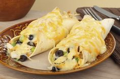 Tortilla's zijn altijd lekker en daarom vonden wij het weer tijd voor een tortilla tip. Verwarm de oven voor op 200 graden. Meng de kip met de helft van de kaas, de olijven en de bosui. Verdeel dit gelijkmatig over de tortilla's. Rol op en leg in een ovenschaal. In een grote pan smelt je …