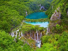 Der Nationalpark Plitvicer Seen in Kroatien ist der älteste Nationalpark Südosteuropas und zählt sei... - LeonP / Shutterstock.com