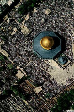 """AL-AQSHA mosque (""""the Farthest Mosque"""") and Bayt al-Muqaddas, is the holiest site in Islam (after Makkah and Madina). Let all people around you know that the al-Aqsa mosque and AS-SAKHRA mosque (""""The Dome of The Rock""""). The Old City of Jerusalem. Islamic Architecture, Art And Architecture, Jerusalem, Terra Santa, Palestine History, Dome Of The Rock, Mekka, Beautiful Mosques, Place Of Worship"""