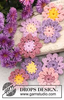 "Crochet DROPS aster flowers in ""Paris"". ~ DROPS Design"