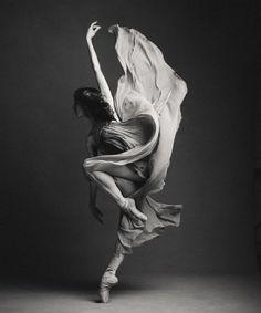 Kathryn Hosier The National Ballet of Canada - Photographer Karolina Kuras Dance Photography Poses, Dance Poses, Art Photography, Dance Picture Poses, Ballet Dance Photography, Ballet Art, Ballet Dancers, Dance Movement, Body Movement