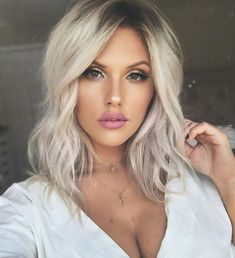 Do we still wear pink on Wednesday's?💗 Do we still wear pink on Wednesday's? Rose Gold Hair Brunette, Silver Blonde Hair, Balayage Hair Blonde, Platinum Blonde Hair, Perfect Blonde Hair, Blonde Hair With Roots, Short White Hair, Hair Color And Cut, Hair Looks