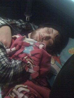 Aww the blanket *-* (Danny Worsnop)