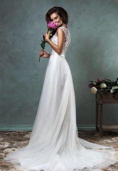 Elegante trouwjurk met zwierige chiffon rok en top van kant