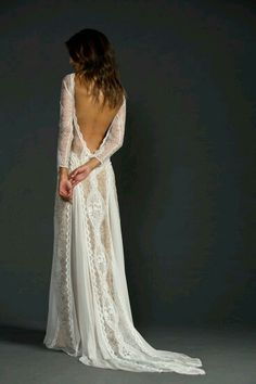 Im totally in love with this.. Wedding dress. !!