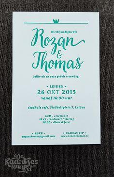 © dekaartjeswinkel.nl Letterpress trouwkaart - Rozan & Thomas #letterpress #heidelberg #weddingcard #trouwkaart #blue #blauw #trouwen #wedding #love #liefde #typografie #typographie #crown #kroontje #dekaartjeswinkel