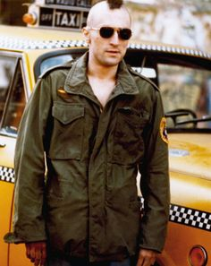 Travis Bickle ei osaa sanoa, puhutaanko sille  ///  Travis Bickle is unaware whether someone is talking to him or not