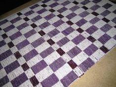 Viininpunainen ruutumatto Recycled Fabric, Woven Rug, Recycling, Weaving, Rugs, Bracelets, How To Make, Ideas, Home Decor