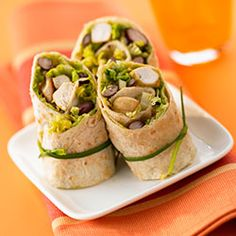 Chicken wrap with red kidney beans, a traditional Mexican recipe you can't miss