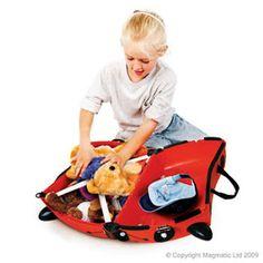 A criançada vai adorar a novidade! Acabaram de chegar as malas Trunki que além de servir de mala, com capacidade de 18 litros, servem de carrinho e ainda podem ser puxadas. Os pequenos vão amar essa novidade com diversas formas de brincar!