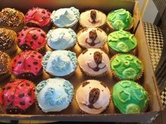 More animal cupcakes.