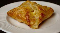 Snelle snack met ham en kaas High Tea, Finger Foods, Lasagna, Pesto, Ham, Bacon, Bakery, Food And Drink, Healthy Recipes