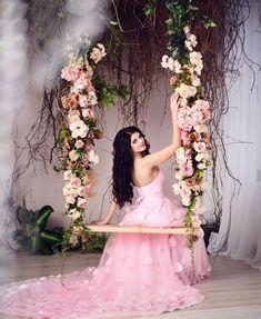 Wedding Anniversary Years, Photography Props, Wedding Photography, Wedding Stage Decorations, Sweet 15, Marie, Wedding Photos, Wedding Inspiration, Flower Girl Dresses