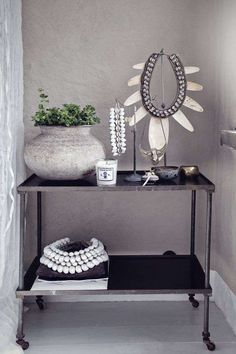 Perfektes Ethnic Chic B & W Styling - home accessories - Dekor Labor African Interior, African Home Decor, Estilo Interior, Ethnic Chic, Boho Chic, Deco Boheme, Tribal Decor, Interiores Design, Interior Inspiration