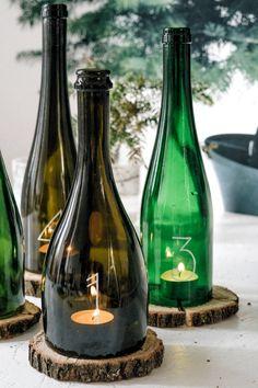 DIY advent wreath from old glass bottles - the DIY lifestyle .- DIY Adventskranz aus alten Glasflaschen – das DIY-Lifestyle Magazin DIY advent wreath from old glass bottles Old Glass Bottles, Glass Bottle Crafts, Wine Bottle Art, Wine Bottle Candles, Diy Bottle Lamp, Garrafa Diy, Bottle Cutting, Cutting Glass Bottles, Diy Home Crafts