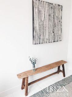 Mooie foto met hierop het teak houten bankje en prachtige wandpaneel.   Interesse? Stuur een e-mail naar ibizaoutdoor@gmail.com en maak een afspraak in onze loods.