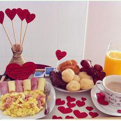 Café da manhã romântico da @papodamamae ❤️✨ #surpresacriativa…