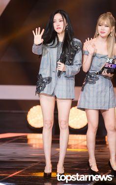 20일 서울시 마포구 상암동 프리즘 타워에서 열린 SBS MTV '더 쇼:올어바웃 K팝(The Show:All About K POP)'(이하 '더 쇼')에티아라(T-ARA)가출연했다.    티아라(T-ARA)효민이 1위 수상 후 눈물을 보이고있다.