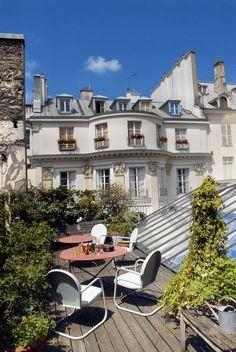 Une terrasse parisienne comme un jardin suspendu