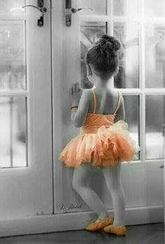 Little ballerina 😊 Splash Photography, Ballet Photography, Color Photography, Children Photography, Orange Color, Color Pop, Color Splash Photo, Splash Of Color, Diane Arbus