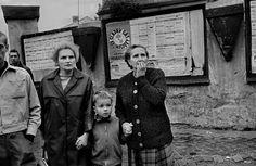 photo by Josef Koudelka/August Warsaw Pact tanks invade Prague War Photography, Street Photography, Prague Spring, Classic Photographers, Warsaw Pact, Visit Prague, Photographer Portfolio, Magnum Photos, Women In History