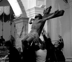 Viernes Santo el día que más extraño mi tierra: Úbeda (Holy Friday the day I miss more my birthplace: Úbeda) #Ubeda #SemanaSanta #Holly Week #memories #B/W #Expiración #procesion #cofradia #hermandad #interior #recuerdos by duvallonart