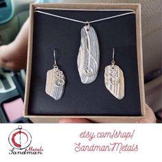 #SandmanMetals #wireart #handmadejewelry #etsy #etsyseller #thenarcolepticjeweler #love #instagood #instamood #beautiful #instadaily #follow #shelljewelry #shellpendant #shellearrings #obxearrings #obx #outerbanks