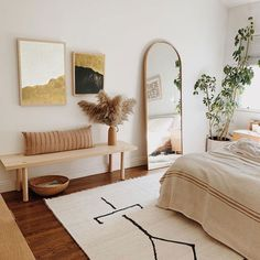 La chambre de rêve de presque rend parfait What is Decoration? Decoration is the art of decorating the inner and … Decor Room, Home Decor Bedroom, Bench In Bedroom, Warm Bedroom, Mirror In Bedroom, Bed Room, Bedroom Neutral, Bedroom Inspo, Dream Bedroom