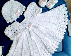 White crochet baby dress set with pink lace ruffles. Baby Girl Crochet, Crochet Baby Clothes, Crochet Baby Shoes, Crochet Baby Dresses, Baby Set, Baby Dress Clothes, Baby Doll Nursery, Baby Shoes Pattern, Fabric Dolls