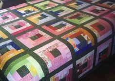Colcha de casal cores variada. Patchwork em login cabana. 100% algodão, forro e manta acrílica. R$ 450,00