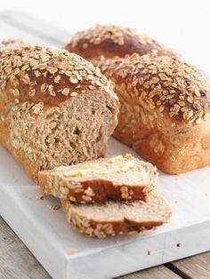 Andrés saftige rosinbrød - raisin bread, recipe in Norwegian Raisin Bread, Banana Bread, Food Cakes, Omelette, Muesli, Baked Goods, Baking Recipes, Nom Nom, Sandwiches