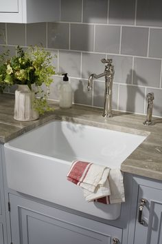 Spectacular Tips in Selecting The Right Kitchen Sink Ideas. Ravishing Tips in Selecting The Right Kitchen Sink Ideas. Farmhouse Apron Kitchen Sinks, Stainless Kitchen Faucet, Faucet, Sink, Waterworks Kitchen, Kitchen Styling, Fancy Kitchens, White Kitchen Sink, Apron Sink Kitchen