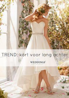 Wil je sexy met traditioneel combineren? Kies dan voor een 'kort voor en lang achter' trouwjurk! Klik op de foto om meer trouwjurken in deze stijl te zien! http://blog.weddings.nl/2014/05/11/trend-trouwjurken-die-kort-voor-zijn-en-lang-achter/