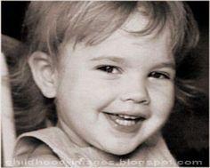 unseen-rare-childhood-pictures-of-Drew-Barrymore-childhood-images.blogspot.com(3).jpg 373×300 Pixel