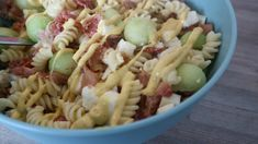 15x lekkere pastasalades voor in de zomer - MamaKletst Goulash, Mozzarella, Food Inspiration, Macaroni, Barbecue, Ham, Food And Drink, Baking, Healthy
