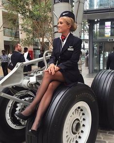 After the most stressful, hardest but fun weeks I am finally qualified as British Airways cabin crew! British Airways Cabin Crew, Flight Attendant Hot, Mädchen In Uniform, Tight Pencil Skirt, Tight Skirts, Airline Uniforms, Female Pilot, Girls Uniforms, Great Legs