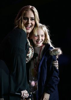 Glastonbury 2016 fans take to Twitter after Adele pulls 10-year-old Lila on stage mid-set | Daily Mail Online