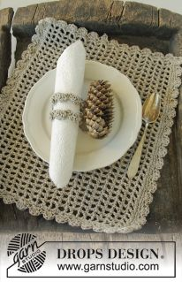 """Festive Dinner - DROPS Christmas: Crochet DROPS placemat and napkin ring in """"Bomull-Lin"""". - Free pattern by DROPS Design"""