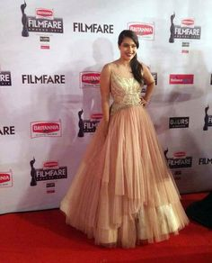 Kajol looked awesome in peach gown at the 60th Filmfare Awards. #Bollywood #Fashion #Style #Beauty