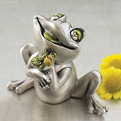 "From Italy. Say ""I love you"" with Federico the frog."