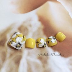 Yellow white floral Manicure, Pedicure Nail Art, Toe Nail Art, Acrylic Nails, Pretty Toe Nails, Cute Toe Nails, Pedicure Designs, Toe Nail Designs, Yellow Toe Nails