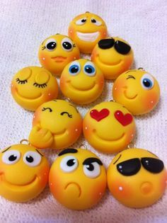 Emojis made of clay is a great idea !Little emojis Des would love these Make with fondantfimo for the facesclay magnets :P Polymer Clay Kunst, Polymer Clay Figures, Cute Polymer Clay, Cute Clay, Fimo Clay, Polymer Clay Projects, Polymer Clay Charms, Polymer Clay Creations, Clay Beads