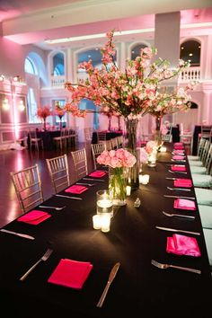 Hot pink napkins and pink flowers on a black table. Love how the colors pop. Beautiful Blooms.